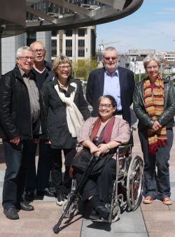 Bestyrelsesmedlemmer foran EU-parlamentet. Fra venstre FC, PAA, GV, NIE, PB og MJ