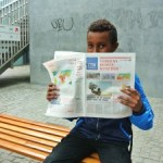 dreng-med-avis_flintholm_Bettina-Stuhr-225x225