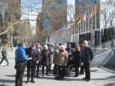 Foran FN bygningen